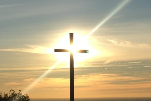 La croce illuminata giorno_new
